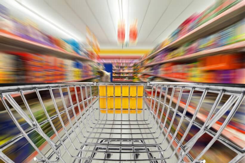 Konsum im Supermarkt |  Bild: Shopwarenkorb im Supermarkt © Grafner | Dreamstime.com [Royalty Free]  - Dreamstime.comKonsum im Supermarkt