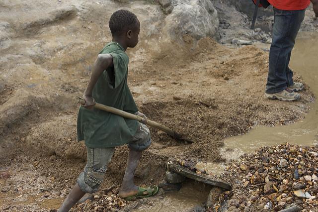 Gold mining, Kongo |  Bild: © Image Journeys Sasha Lezhnev [CC BY-ND 2.0]  - flickrGold mining, Kongo