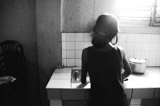 12-jähriges Dienstmädchen auf den Philippinen |  Bild: © ILO in Asia and the Pacific [CC BY-NC-ND 2.0]  - Flickr