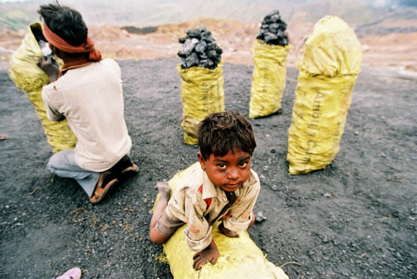 Ein Junge arbeitet in einer KohlemineEin Junge arbeitet in einer Kohlemine |  Bild: © Koscusko [Royalty Free]  - DreamstimeEin Junge arbeitet in einer Kohlemine