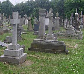 Keine Grabsteine aus ausbeuterischer Kinderarbeit: Stadtrat von Wertingen schlägt Änderungen in Friedhofssatzung vor