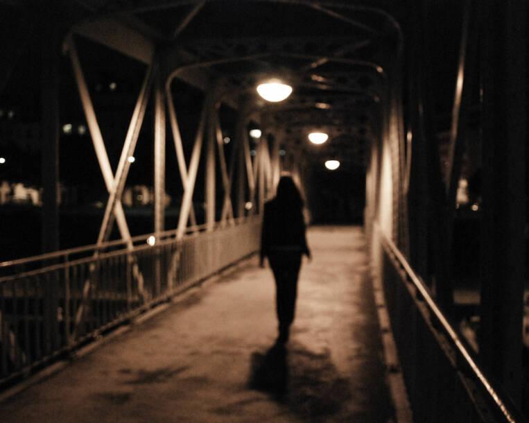 mädchen, Missbrauch, Abuse, alleine, girl, Kind,  |  Bild: ©  NinoAndonis - MorgueFile