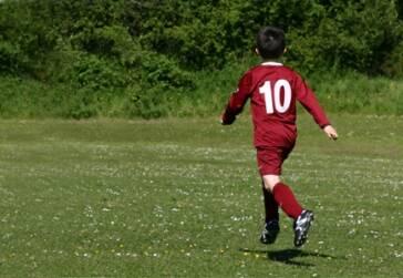 Europäischer Profifußball: Der Handel mit minderjährigen Talenten blüht