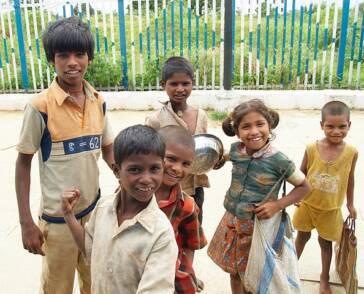 Spielen, Lachen, Schule- das ist Kindheit!