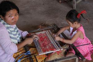 """""""Work faster or get out"""" – über die Verhältnisse in kambodschanischen Textilfabriken"""