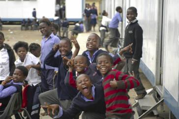 Sierra Leone: Kinder können wieder in die Schule gehen
