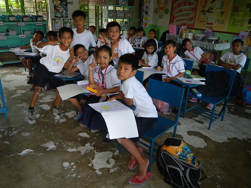 Anstatt zur Schule zu gehen, müssen viele Kinder schwer arbeiten, um ihre Familien zu ernähren. |  Bild: © Judgefloro - Wikimedia Commons