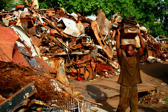 In Ghana ist es traditionell üblich, dass Kinder ihre Eltern durch Kinderarbeit finanziell unterstützen |  Bild: © Adam Cohn [CC BY-NC-ND 2.0]  - Flickr