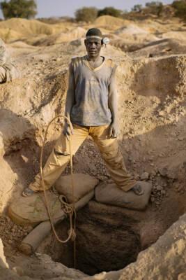 Nigerianische Kinderarbeiter durch giftige Chemikalien in Goldminen gefährdet