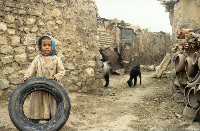 Ein Viertel der ägyptischen Bevölkerung lebt unterhalb der Armutsgrenze. Viele Familien können sich einen Schulbesuch der Kinder daher nicht leisten. |  Bild: © Adam Jones [CC BY-SA 2.0]  - Flickr