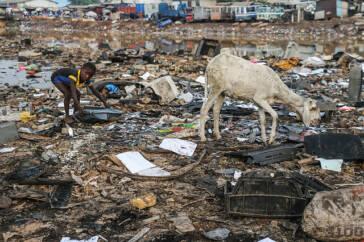 Schatten der Wegwerfgesellschaft – Wie unser Müll Kinder vergiftet