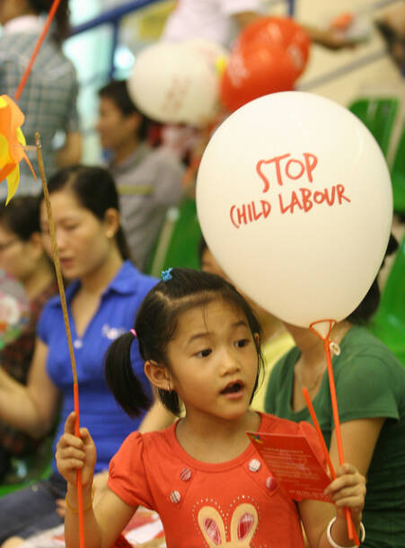 Kind Stop Kinderarbeit |  Bild: World Day Against Child Labour 2010 © ILO in Asia and the Pacific [CC BY-NC-ND 2.0]  - flickrKind Stop Kinderarbeit