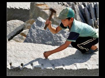 Neuer Anlauf im Kampf gegen Grabsteine aus Kinderarbeit