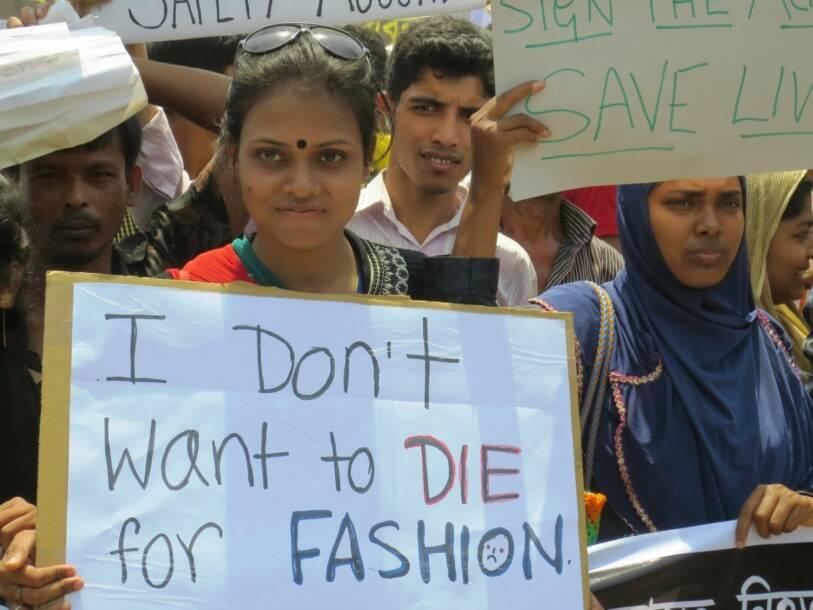 Tausende Arbeiter in Bangladesch protestieren ein Jahr nach dem Unglück von Rana Plaza    Bild: © Solidarity Center [CC BY-ND 2.0]  - flickr