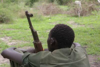 Kindersoldat mit Waffe