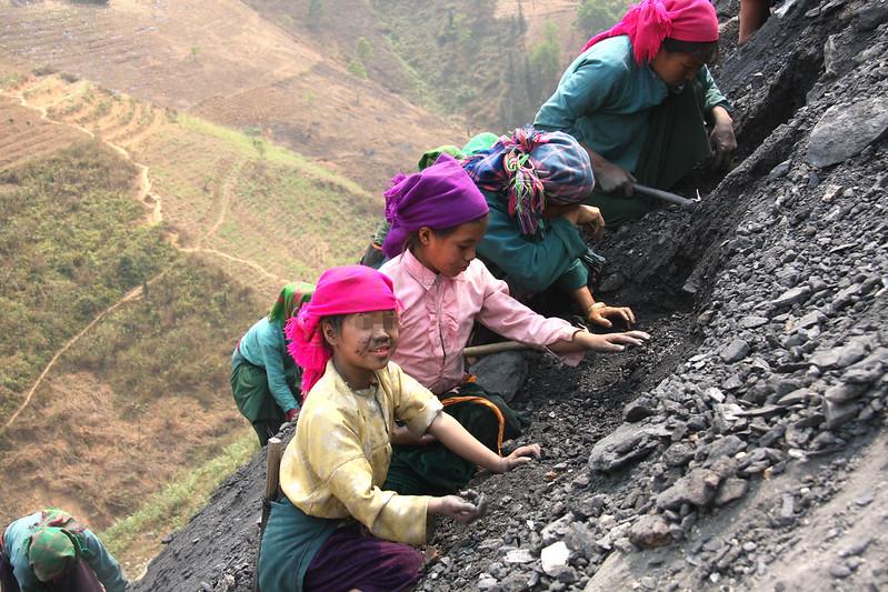 Kinderarbeiterinnen |  Bild: Child Labour Photo Contest 2012_selected photo © ILO/Tran Quoc Dung [CC BY-NC-ND 2.0]  - flickrKinderarbeiterinnen