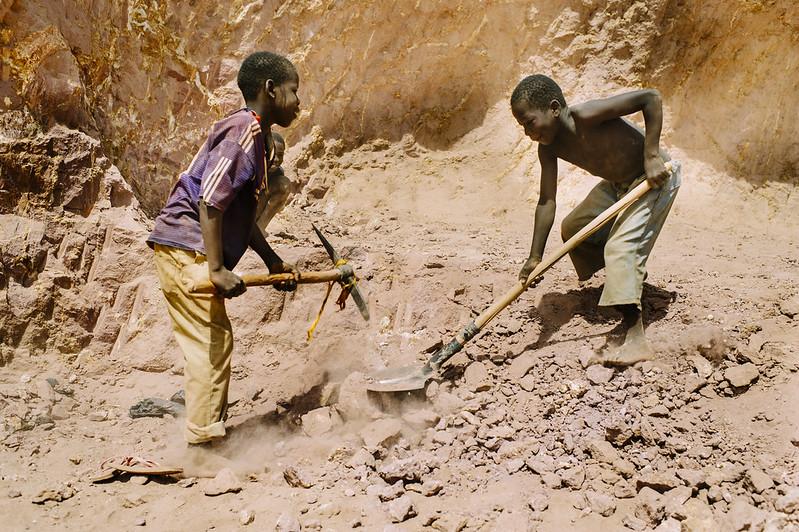 Mit dem ACCEL Africa Projekt möchte die ILO Kinderarbeit in Afrika bekämpfen. |  Bild: © CIFOR [CC BY-NC-ND 2.0]  - FlickrMit dem ACCEL Africa Projekt möchte die ILO Kinderarbeit in Afrika bekämpfen.